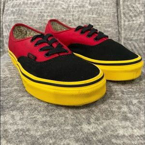 💥VANS LACE UP SNEAKERS FOR BOYS SIZE 4 YOUTH.